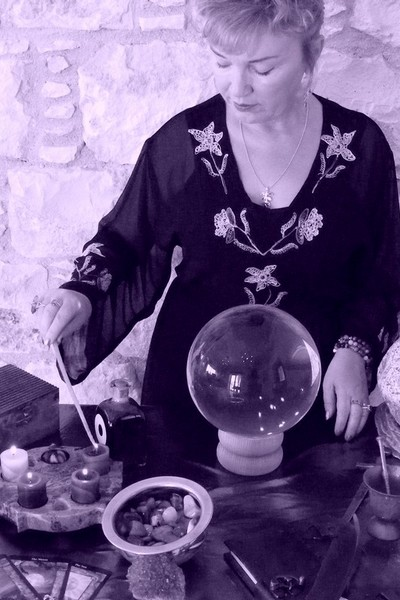 Alizon Casting Spells for Money Manifestation with the power of Magic and the Law of Attraction