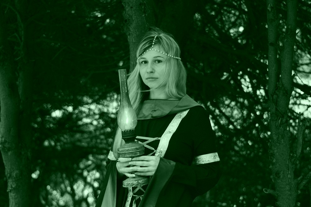Beautiful Witch and member of the Green Witches Coven. An online Coven of Witches sharing tips on Witchcraft and casting Spells that work with harm to none!
