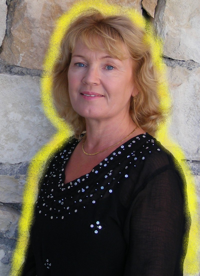 Bright Yellow Aura around Psychic Witch Alizon