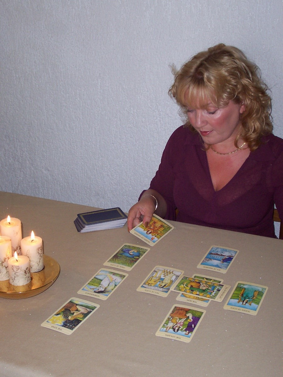 Psychic Readings with Tarot cards by Alizon Psychic